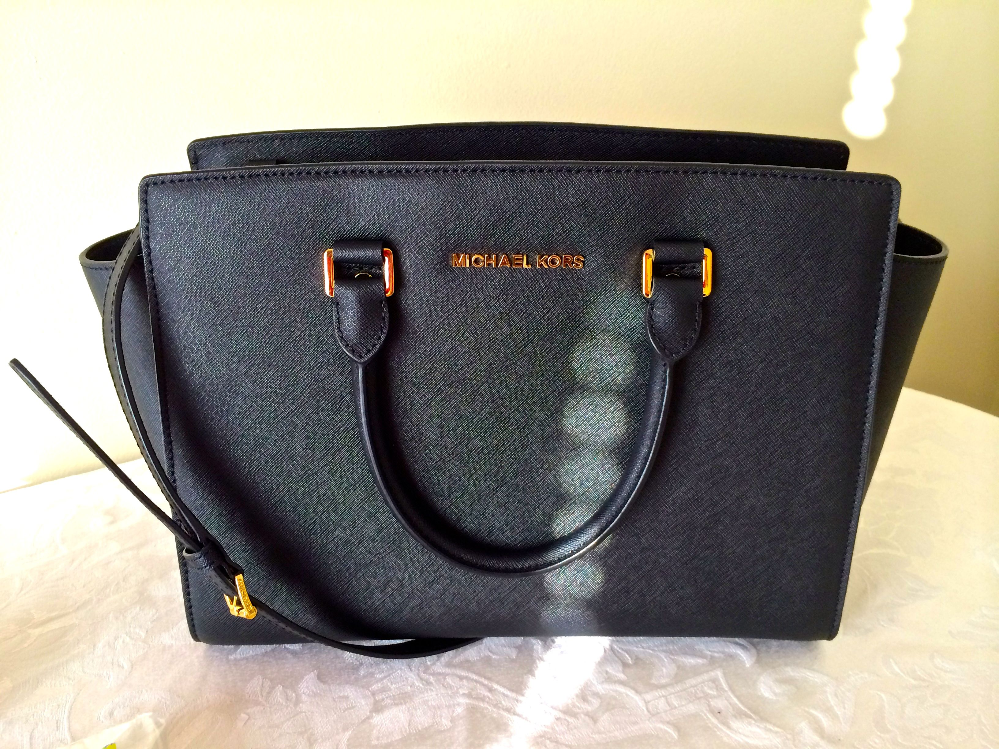 420c86e1b621 What's in my handbag – Michael Kors : Selma – What She Does Now